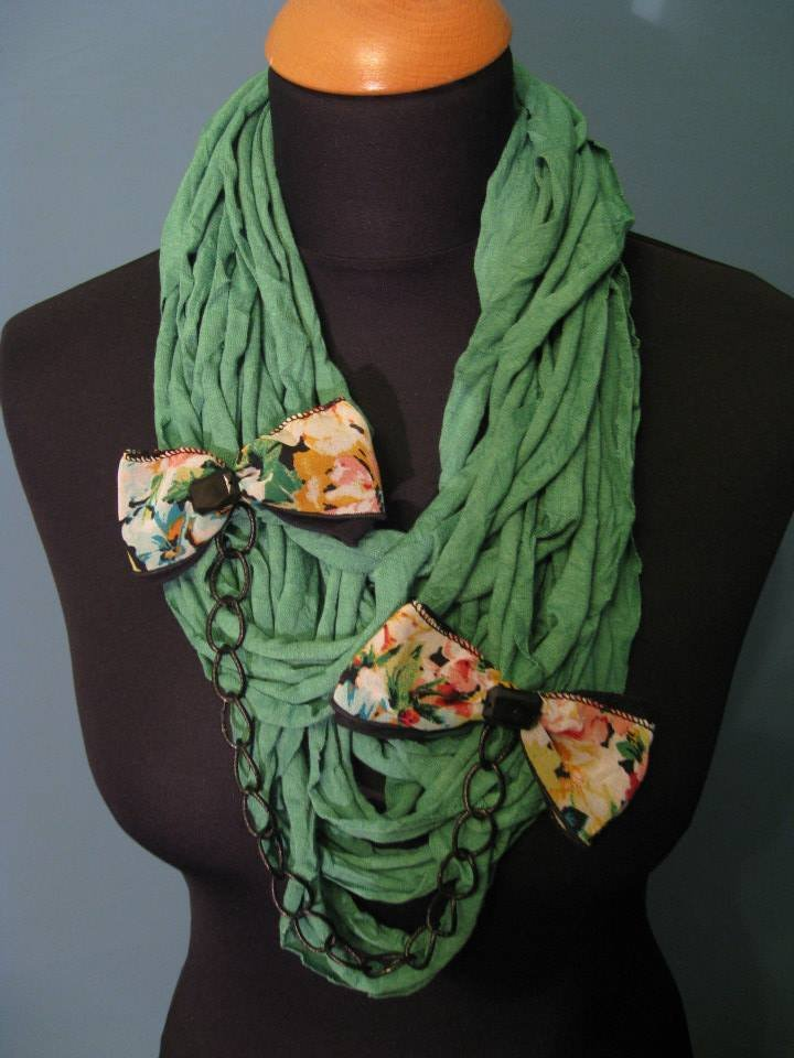 Collana fettuccia verde con fiocchi