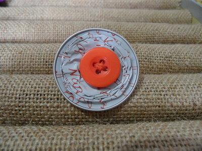 Anello bottone bianco e arancione