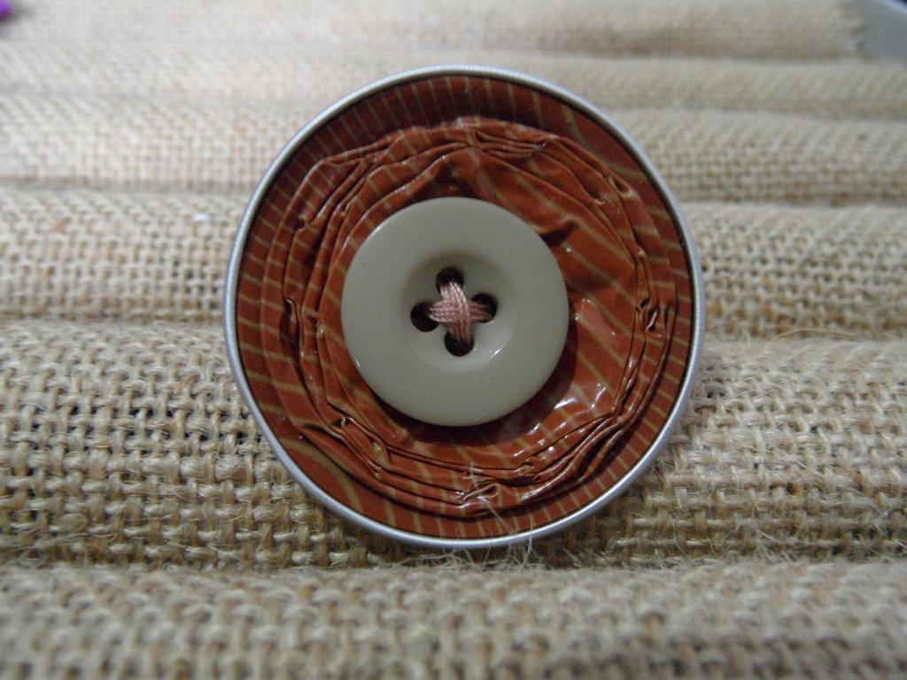 Anello bottone marrone a righe