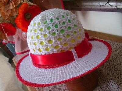cappellino estivo di cotone bianco-rosso per bimba  5-8 anni