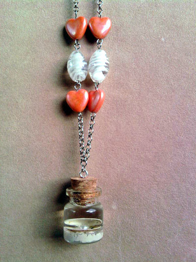 Collana con bottiglietta con conchiglia vera e perla in resina