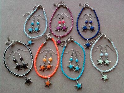Braccialetti e orecchini pendenti con stelle colorate fimo