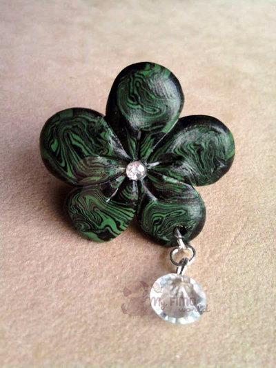 Anello con fiore sfumato e perla pendente fimo