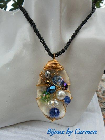 ciondolo conchiglia con perle multicolore