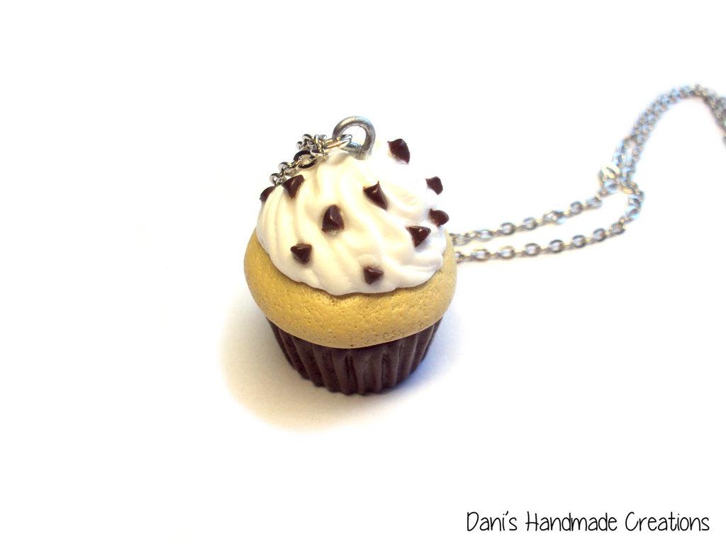 Collana cupcake panna e cioccolato realizzato in fimo