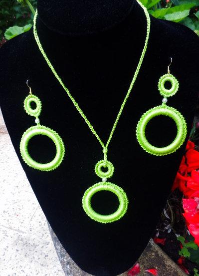 Parure collana orecchini cerchi verdi