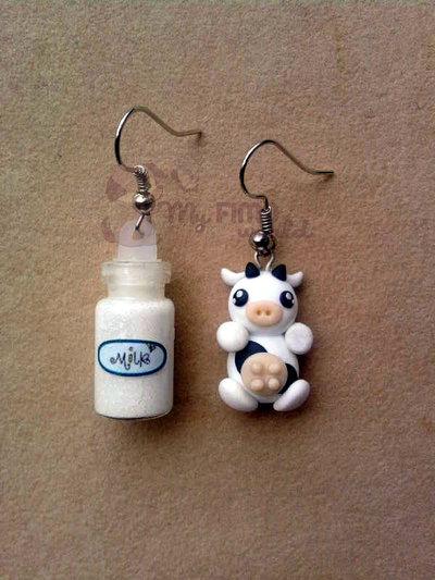 Orecchini pendenti con mucca e bottiglietta di latte