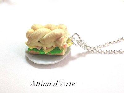collana panino treccia con formaggio,insalata, prosciutto e maionese handmade