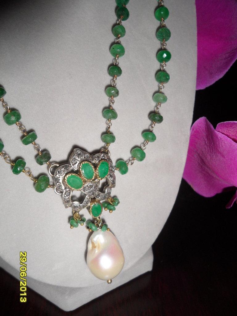 Collana in argento,radice di smeraldo, perla di fiume