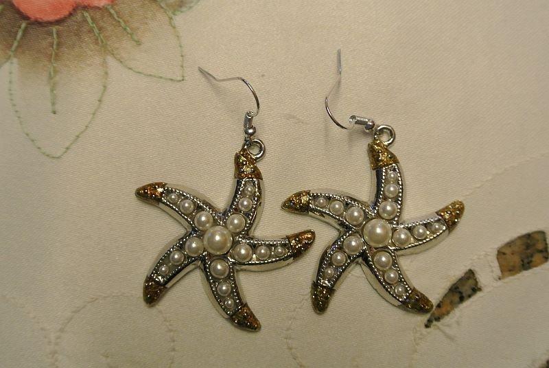 Orecchini pendenti con stelle marine e perle – Ilaria