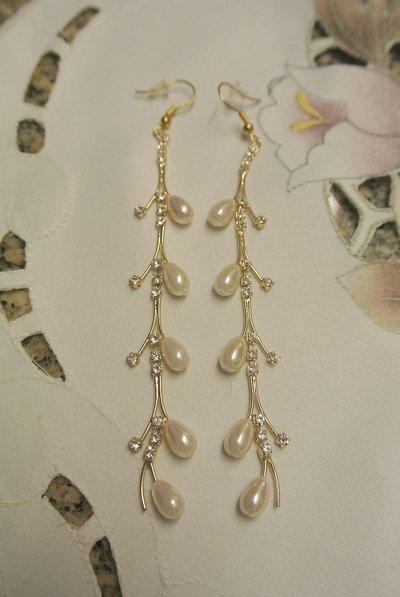 Orecchini pendenti con perle e strass – Masha