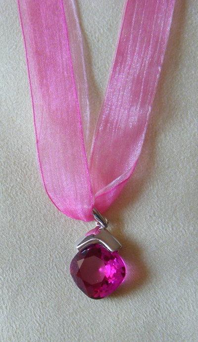 collana con cordino  doppio,organza  fucsia e ciondolo con cristallo swarovski