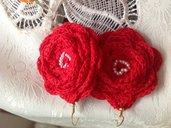 Orecchini rosa rossa con perlina. Disponibili in tanti colori.