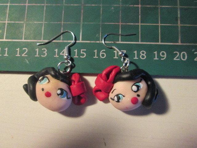 Le mie bamboline: orecchini con monachella o al lobo