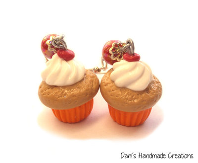 Orecchini cupcakes arancioni con panna e ciliegina in fimo