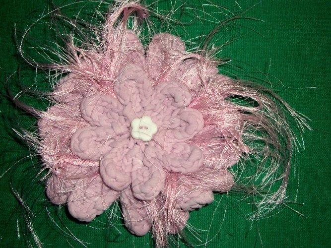 Spilla per capelli a uncinetto