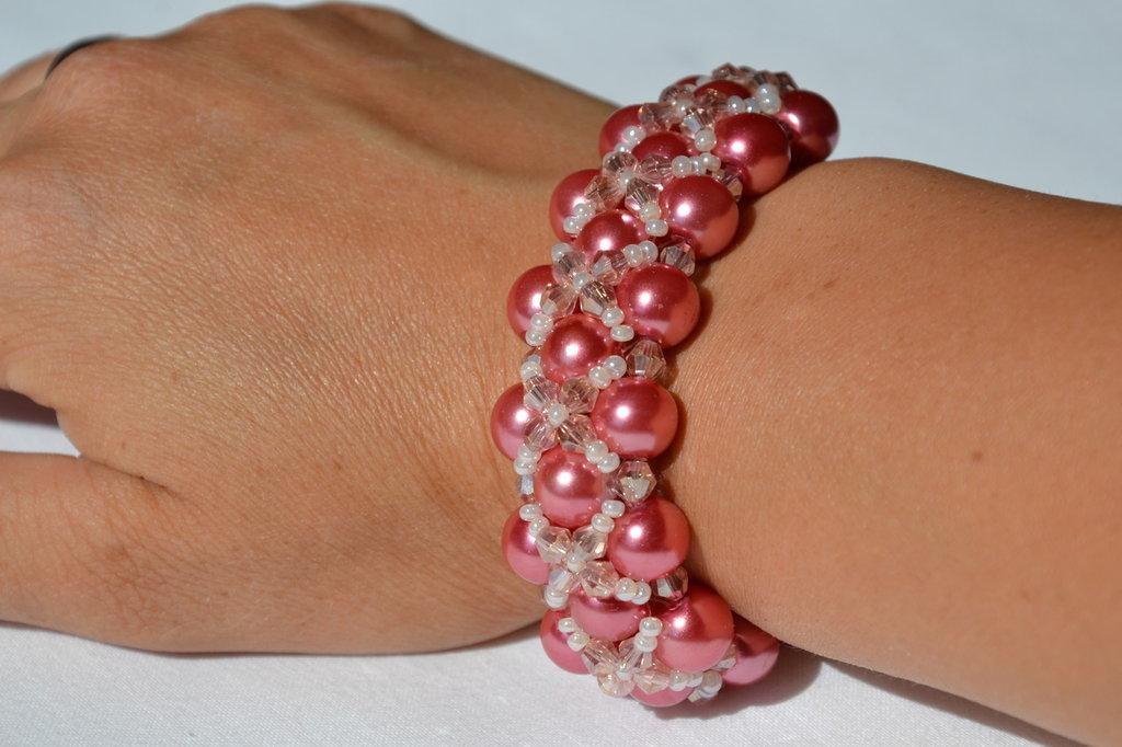 Bracciale di perle rosa , rocaille e biconi simil Swarovski