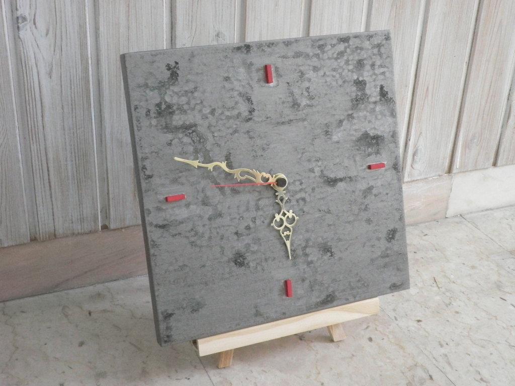 Orologio a muro in legno con effetto marmorizzato