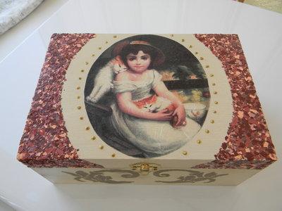 Scatola in legno decorata a decoupage
