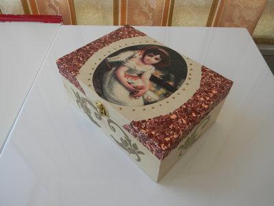 Scatola in legno decorata a decoupage per la casa e per te deco su misshobby - Decoupage su mobili in legno ...