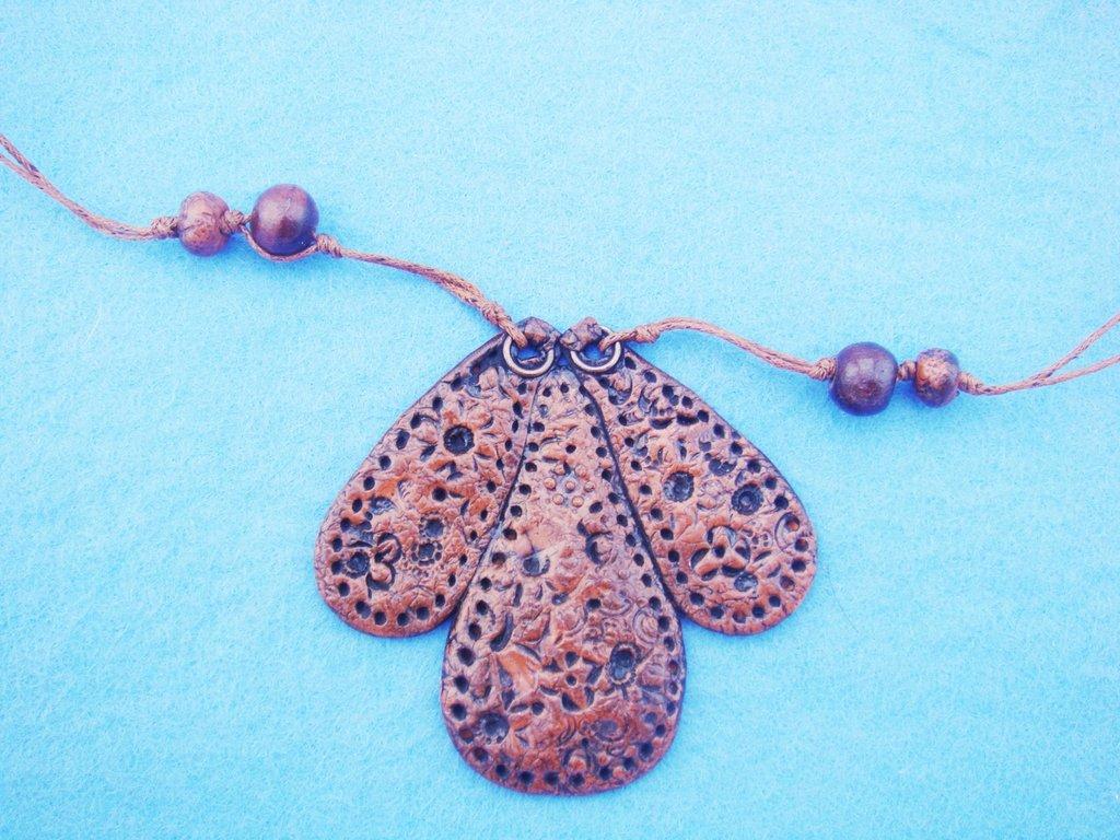 collana con ciondolo stile etnico in fimo effetto cuoio handmade