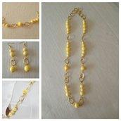 collana con pietre dure opale gialla