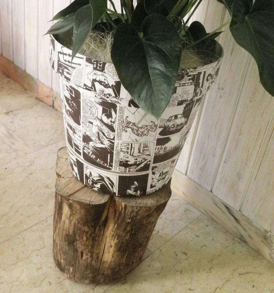 Vaso per fiori o piante decupato con fumetti