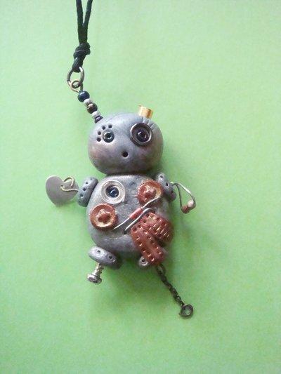 collana robottina steampunk in fimo fatta a mano