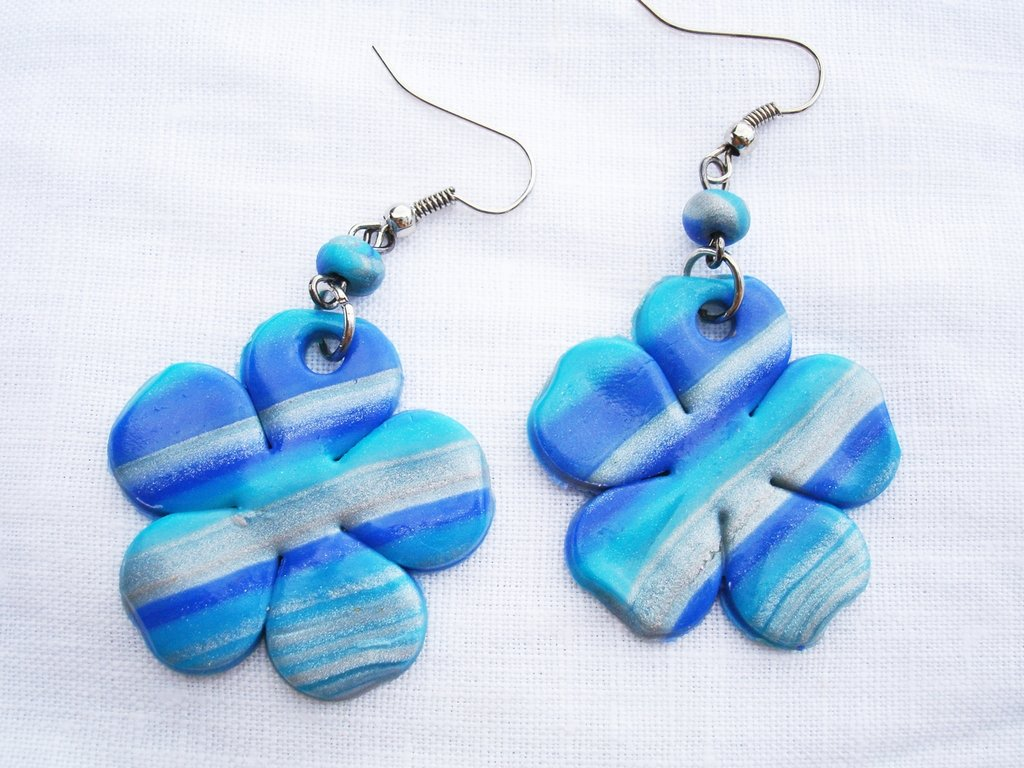 orecchini fiore nei toni dell azzurro in fimo handmade