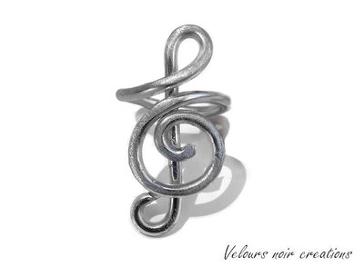 anello creato a mano chiave di violino metallo tecnica wire