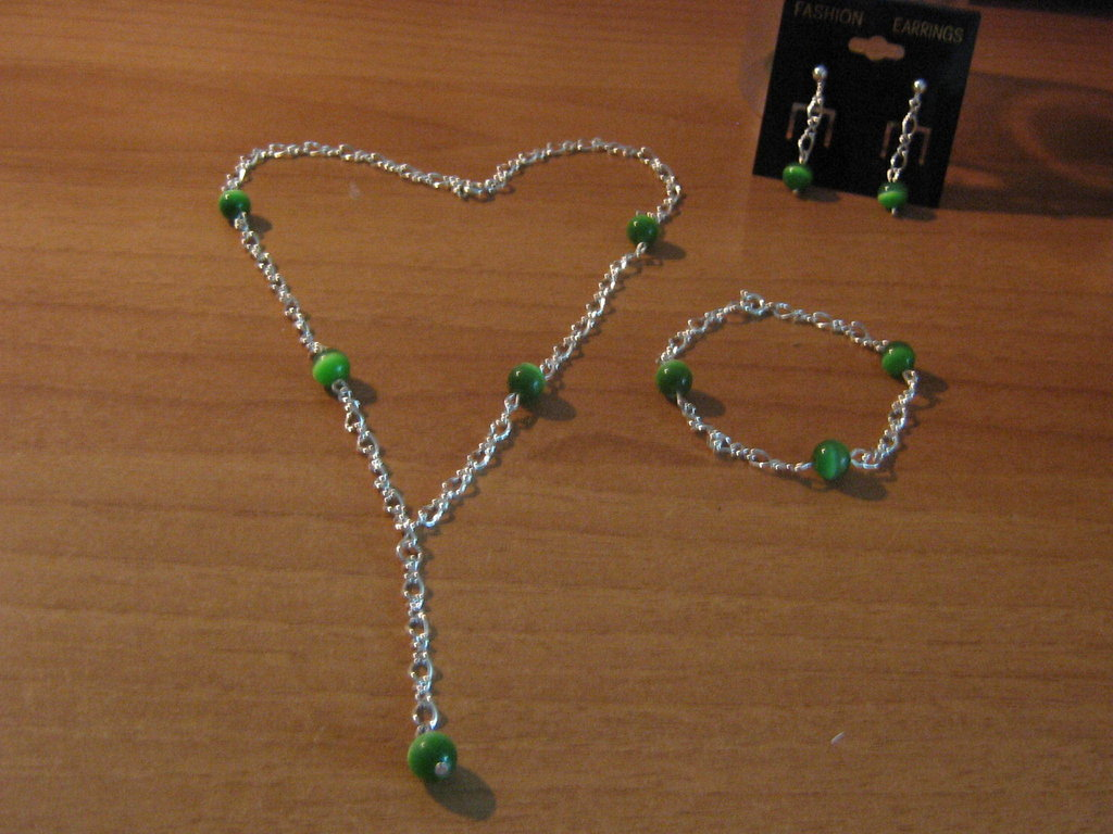 Parure con catena e perle occhio di gatto verdi