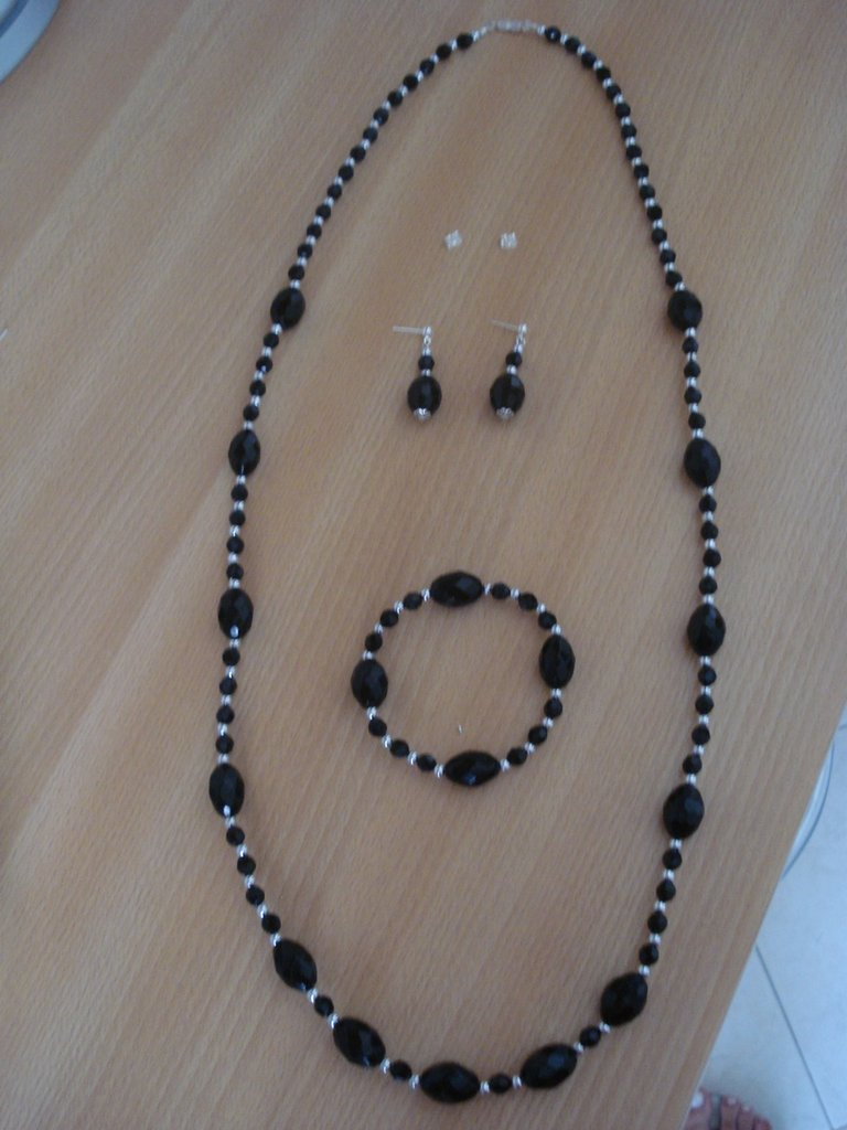 Parure con perle nere e argento