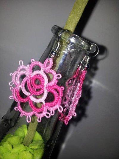orecchini....in rosa! fatti a mano con la tecnica del chiacchierino!