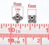 25 Copriperla floreale Colore Argento Antico 6x6mm