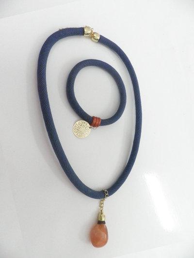 Completo artigianale di collana e bracciale con la pietra corniola