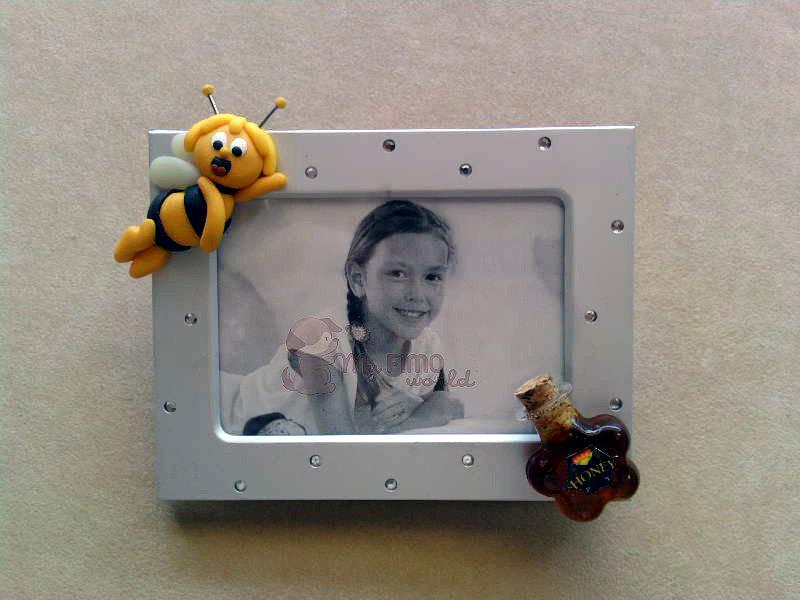 Cornicetta con Ape Maia e bottiglietta di miele (vero!) fimo