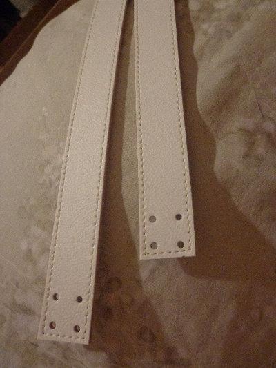 Manici ecopelle bianca con 4 fori finali 55 cm