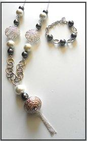 Collana e bracciale con perle