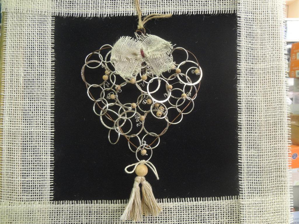 Cuore in filo di rame e catena metallo da appendere per la casa su misshobby - Oggetti di metallo in casa ...