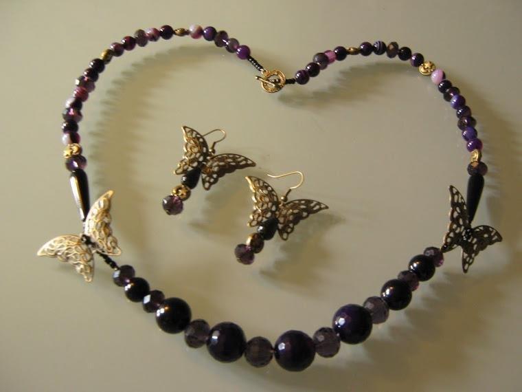 art 587 collana in agata viola con farfalle i bronzo e onice