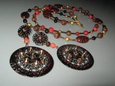 art 150 collana con giada marrone e giada arancio 2 fili con argento tibetano colore oro