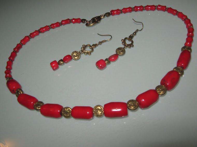 art 448  lunga collana in corallo di mare rosso con argento tibetano anallergico colore bronzo