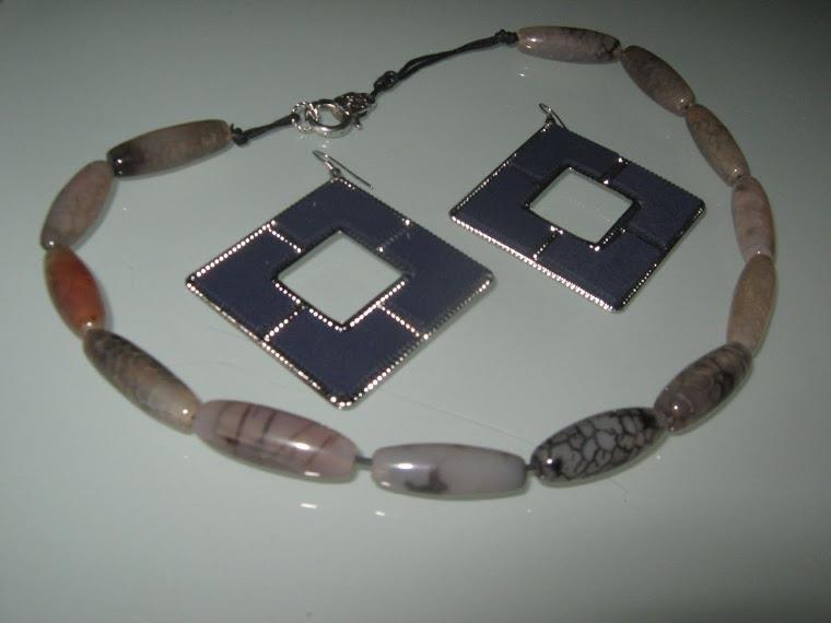 art 169 collana in agata bianco marrone trasparente, perle drum, con orecchini e argento tibetano anallergico