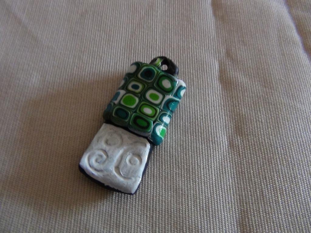 ciondolo in fimo verde