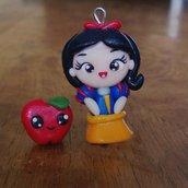 Ciondoli Biancaneve e Mela fatti a mano in fimo (orecchini, braccialetto, portachiavi, collana)