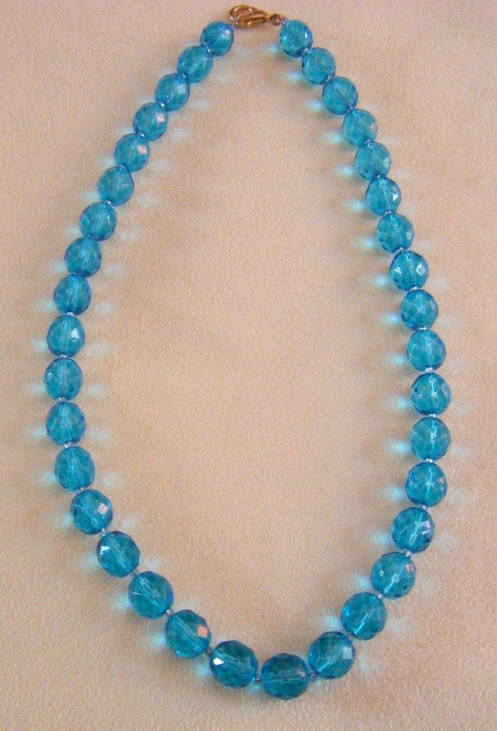 collana girocollo in mezzo cristallo  azzurro da 10 mm