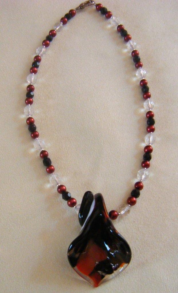 collana con perline e vetro di murano