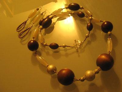 art  144  collana in agata bianco marrone  trasparente, perle drum, con orecchini e argento tibetano anallergico