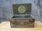 scatola portatutto decoupage con etichette vintage e decapata mis 20x10x12