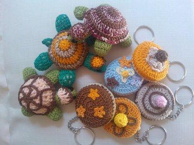 Gruppo di portachiavi, angioletti e farfalline
